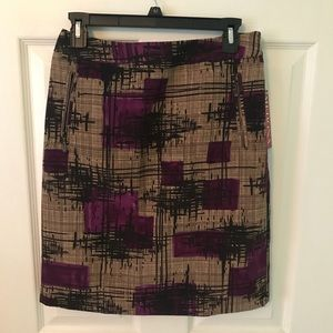 Patterned skirt with zipper pockets